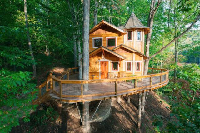 Asheville luxury glamping treehouse