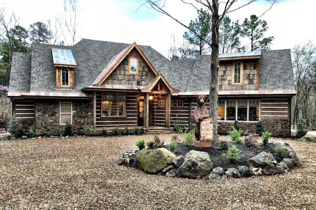 6 Bedroom luxury cabin exterior