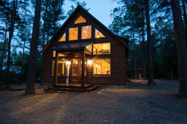 gather round luxury cabin near breaking bow