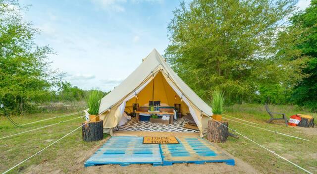 LAKE LOUISA glamping tent