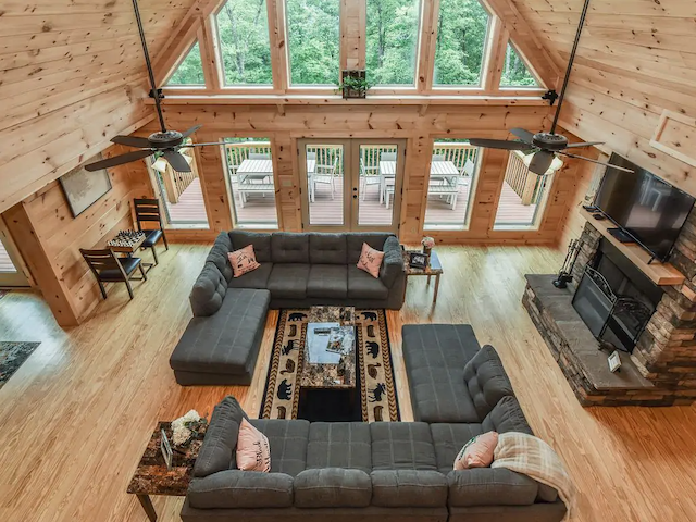 New Luxury Log Cabin in Black Mountain great room