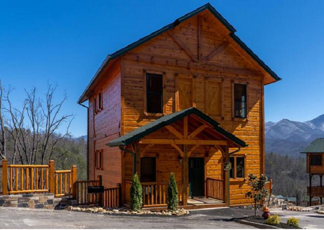 3 bedroom cabin exterior in Gatlinburg