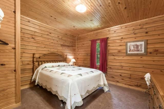 Pine Grove Cabin bedroom