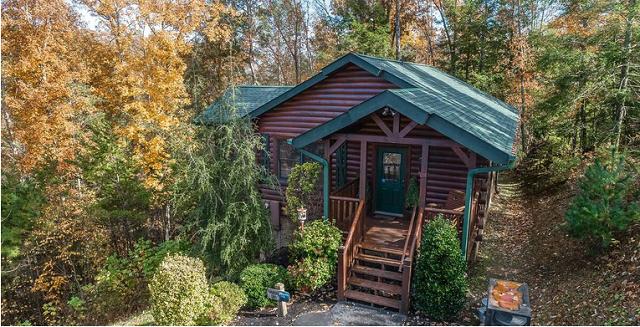 One bedroom cabin in the fall in Gatlinburg