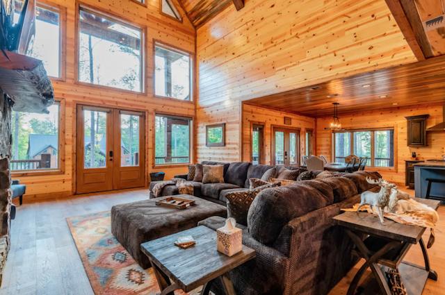 luxury cabin in Broken Bow great room