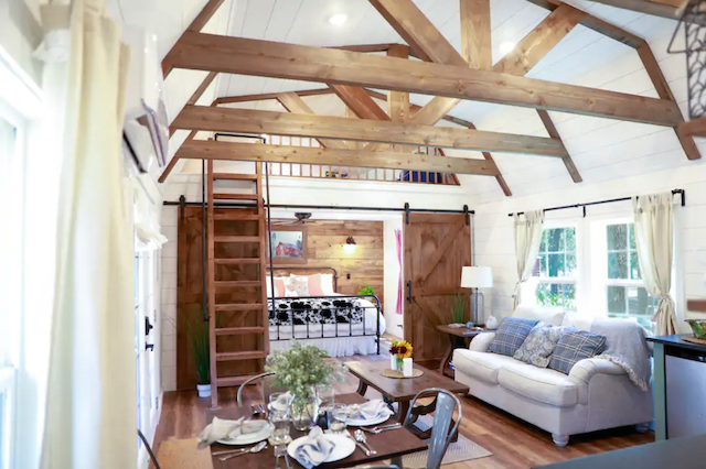 Dub's Barn Cabin interior