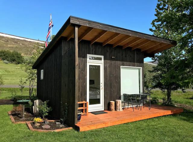 Charming Rural Glamping Cabin