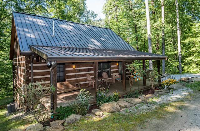 Hickory Ridge Log Cabin in Nashville, Indiana