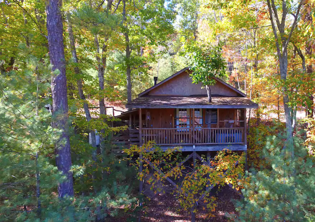 Hot Springs Hideaway at Treehouse Cabins
