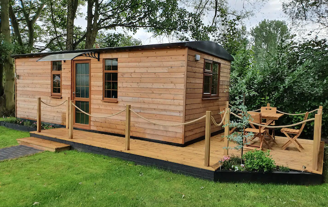 The Willow Pod Cabin  With Indoor Hot Tub