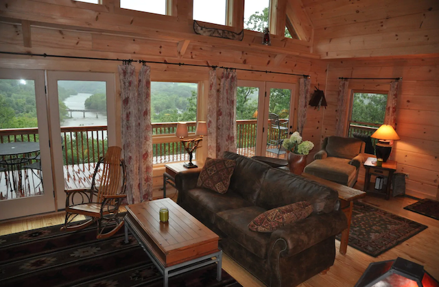River Magic Cabin with Hot Tub