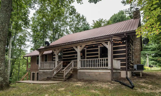 Rock Ridge Log Vacation Cabin exterior