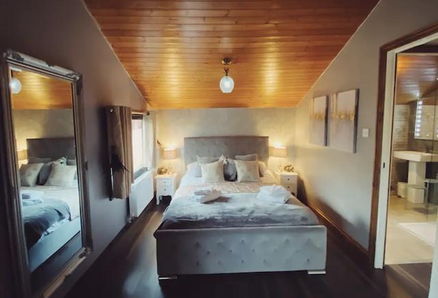 Squirrel Lodge Cabin at Owlet Hideaway master bedroom