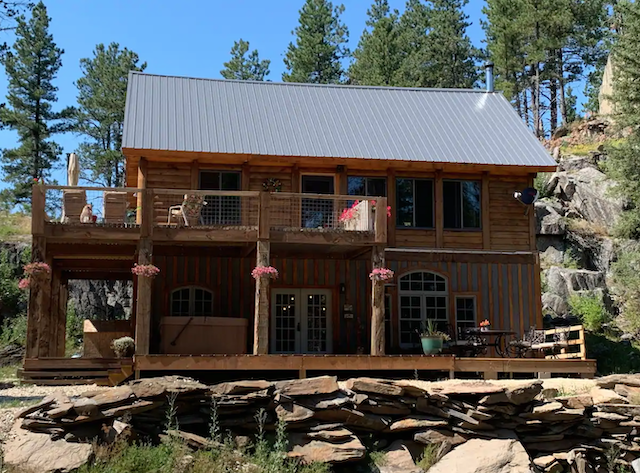 The Cornerstone Cabin exterior